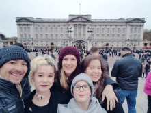 To actually see Buckingham Palace, amazing!!